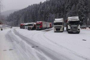 Odstavené kamióny pri sv. Krištofovi
