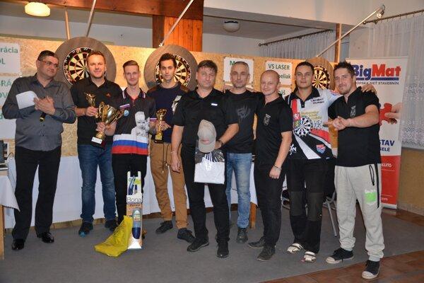 Prvenstvo obhájil Dolnokubínčan Marek Bača (tretí zľava).