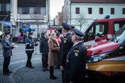 Ministerka vnútra Denisa Saková pri osovzdávaní hasičských áut v Trnave.