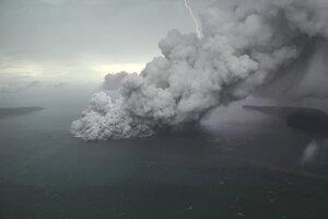 Anak Krakatoa prišla pri minuloročnom výbuchu približne o dve tretiny svojej výšky.