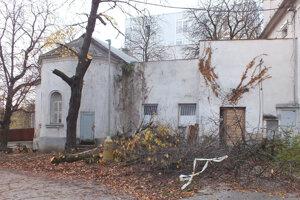 Obnova nemocničnej kaplnky v Leviciach.
