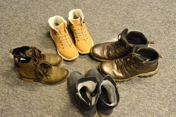 Topánky môžu byť nosené, ale stále nositeľné. Kto chce, môže darovať aj úplne nové, kúpené napríklad vo vietnamských obchodoch.