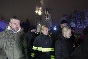 Premiér Pellegrini a ministerka Saková na mieste nešťastia.
