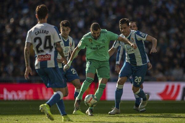 Karim Benzema (v strede) v zápase 16. kola La Ligy 2019/2020 Real - Madrid - Espanyol Barcelona.
