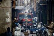 Počas záchrannej operácie evakuovali z okolia 56 ľudí.