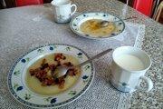 Kuľaša sa podáva so škvarkami alebo praženým maslom a mliekom.