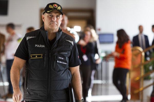 Prezident Policajného zboru Milan Lučanský prichádza na rokovanie výboru pre obranu a bezpečnosť.
