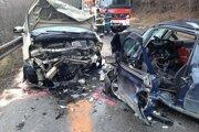 Zdemolované autá po nehode.