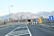 Po novom moste sa dá v Sučanoch prejsť len v smere do Turian.