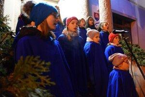 V Hliníku nad Hronom spieval koledy aj detský zbor miestnej Súkromnej základnej umeleckej školy.