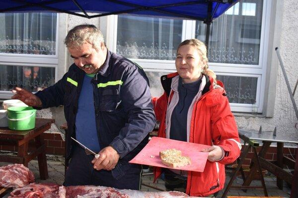 Spracovanie mäsa. Prasiatka mali tento rok dve.