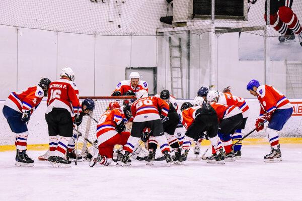 Hokejisti Mútneho po slabom začiatku stúpajú tabuľkou.