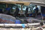 Zničený autobus.