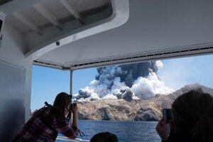 Erupcia sopky White Island z 9. decembra.