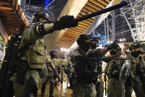 Protesty pokračujú v nákupných centrách.