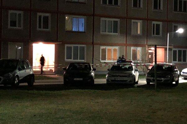 Evakuovaní obyvatelia sa do bytového domu už vrátili.