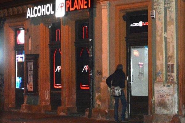 Mesto Košice sa sporí s prokuratúrou, či diskriminuje skoršou zatváracou dobou prevádzky s predajom alkoholu oproti ostatným pohostinským zariadeniam.