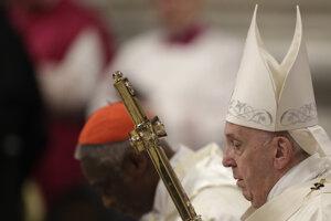 Pápež František počas novoročnej omše.