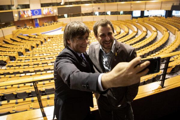 Bývalý katalánsky premiér Carles Puigdemont a exminister zdravotníctva Toni Comín boli v máji zvolení za poslancov Európskeho parlamentu.