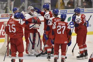 Českí hokejisti do 20 rokov po štvrťfinálovej prehre so Švédskom.