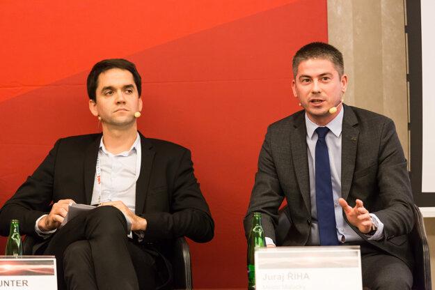 Banskobystrický vicežupan Ondrej Lunter (vľavo) a primátor Malaciek Juraj Říha.