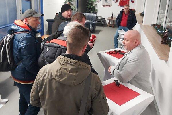 Generálny manažér klubu MHK32 Milan Čanky (vpravo).