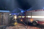 Strecha domu vo Švedlári zhorela do tla.