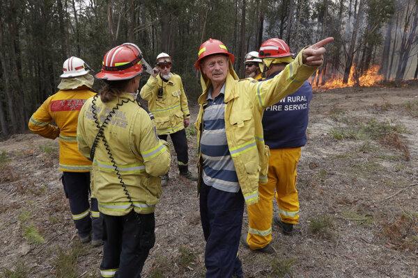 Hasiči v Austrálii bojujú s požiarmi už niekoľko mesiacov.