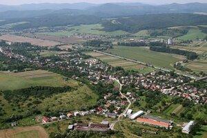 Obec Petrovany.