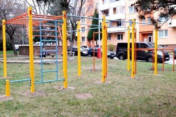V Zlatých Moravciach pribudlo niekoľko nových hojdačiek, lanová pyramída aj workoutové cvičisko.
