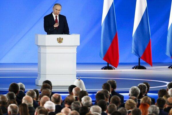 Putin počas výročného prejavu k poslancom.