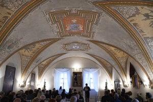 Zrekonštruovaná erbová sála rodu Dessewffyovcov.