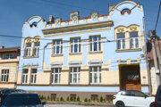 Bývalá mestská budova už nepatrí škole ani rektorovi, ale súkromnej firme.