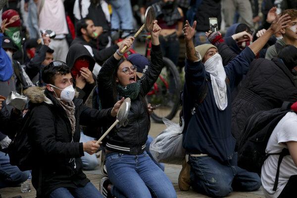 Vlani sa protesty v Kolumbii začali 21. novembra.