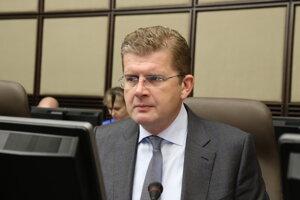 Minister hospodárstva SR Peter Žiga počas rokovania 192. schôdze vlády SR.