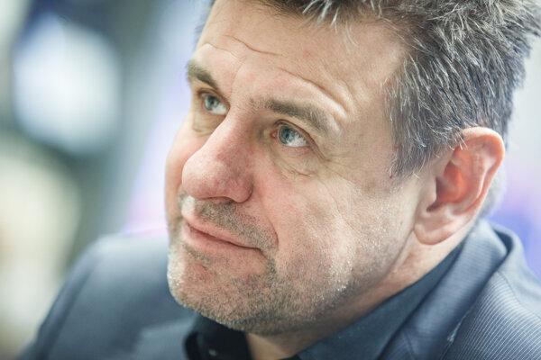 László Sólymos avizuje záujem viesť Most-Híd.
