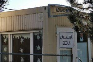 Základná škola v Richnave, dočasne kontajnerová.