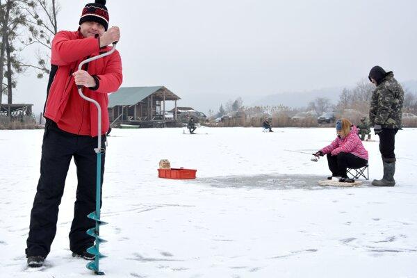 Rybári súťažili pri Dlhom nad Cirochou.