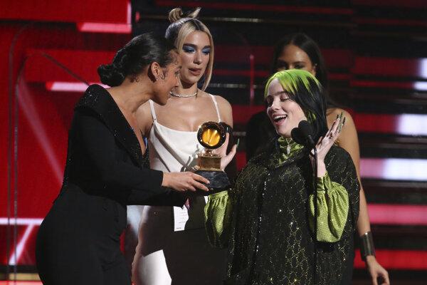 Billie Eilish si preberá cenu Grammy pre najlepšieho nováčika roka.