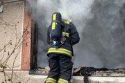 Hasiči zasahovali pri požiaru rodinného domu.