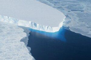 ľadovec získal meno po geomorfológovi a glaciológovi Fredrikovi T. Thwaitesovi.
