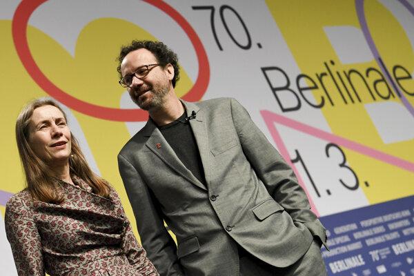 Riaditelia filmového festivalu Berlinale Carlo Chatrian a Mariette Rissenbeeková.