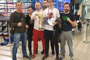 Milan Kučera (druhý z prava) a jeho tím Power Gym Zvolen