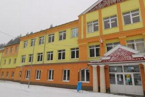 Základná škola v Rudňanoch. Vedením školy starosta poveril poslanca obecného zastupiteľstva.