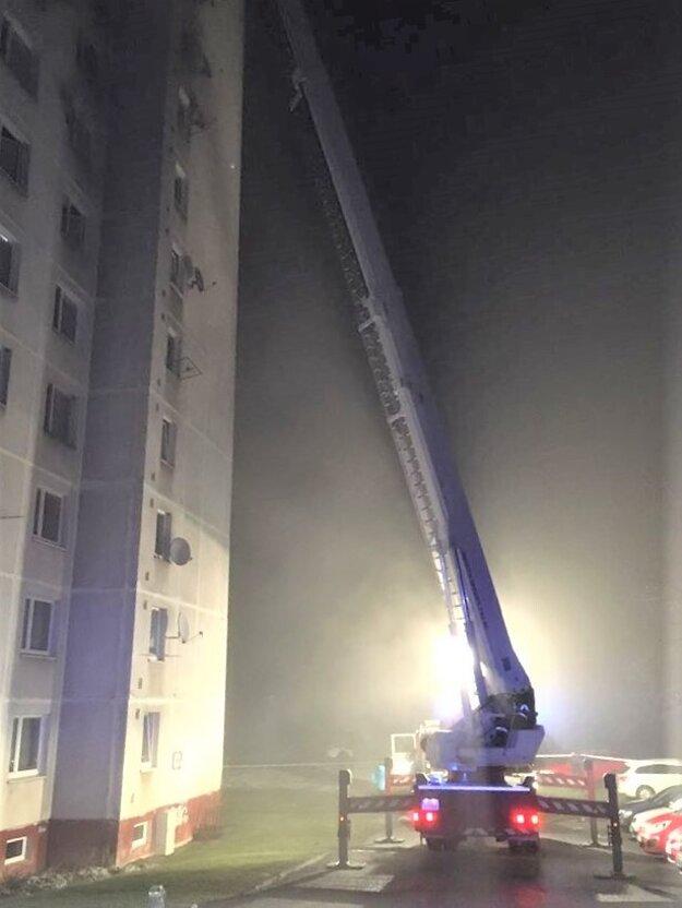 Požiar v bardejovskej bytovke.