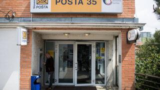 Pošta dostala vysokú pokutu, zahmlievala a nepravdivo informovala