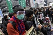 Odborová organizácia združujúca zamestnancov nemocníc (HAEA), ktorá štrajk vyhlásila, však oznámila, že do práce nenastúpilo až 7000 pracovníkov.