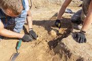 Ilustračná fotografia. Českí archeológovia objavili v Pardubiciach doteraz najstaršiu známu drevenú stavbu na svete, viac ako sedemtisíc rokov starú studňu.