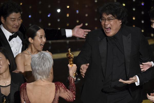 Režisér Bong Joon Ho po vyhlásení Parazita za najlepší film.