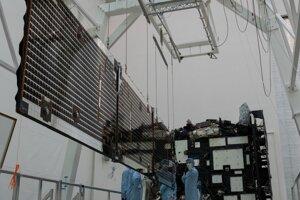 Sonda počas testu rozloženia solárnych panelov.